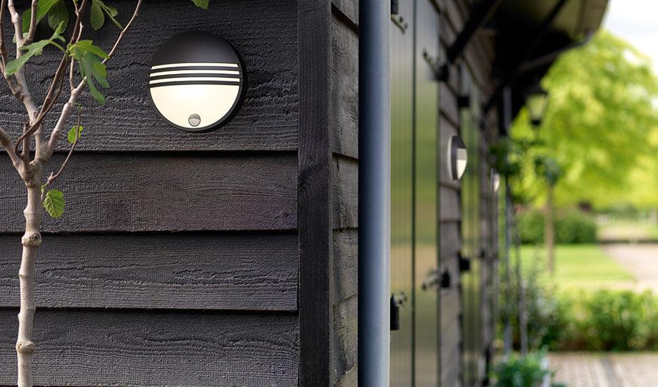 Effektiv LED-væglampe Yarrow m. bevægelsessensor
