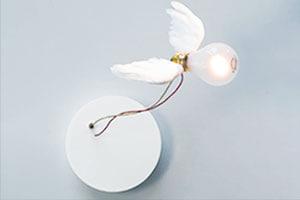 Væglampen Lucellino NT med gåsefjervinger