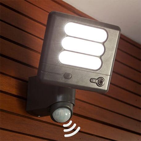 Esa Cam - LED-væglampe og overvågningskamera