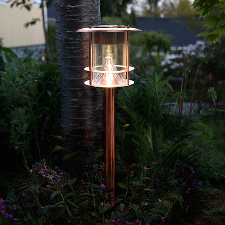 Kobberfarvet solcelle vejlampe Juno med LED'er