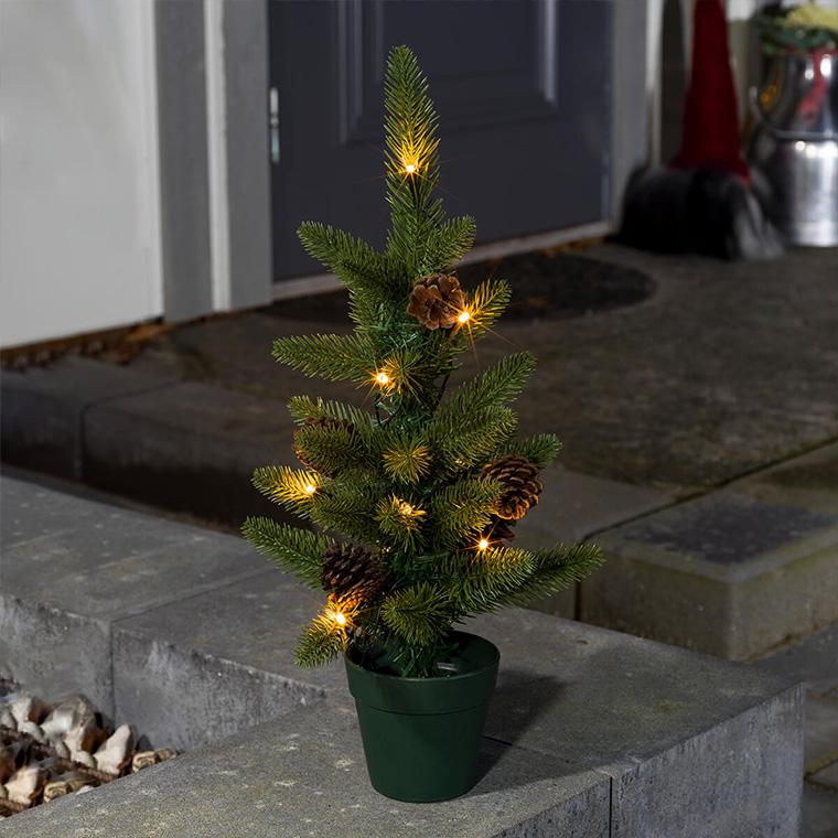 Lille kunstigt juletræ til udendørsområdet